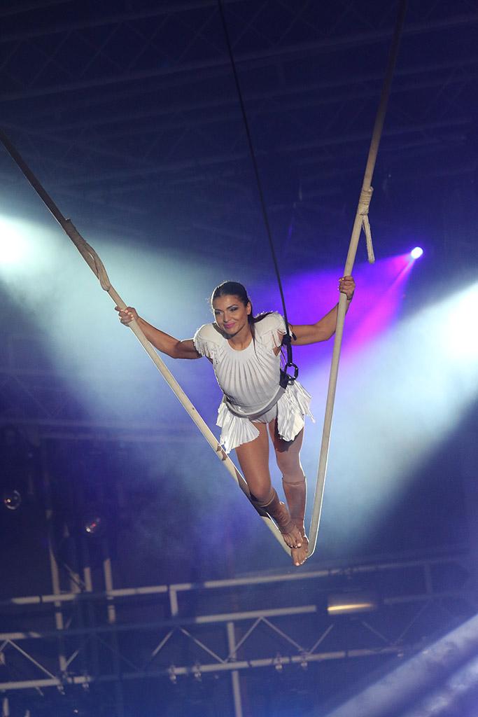 Nikos Vertis Show Cloud Swing